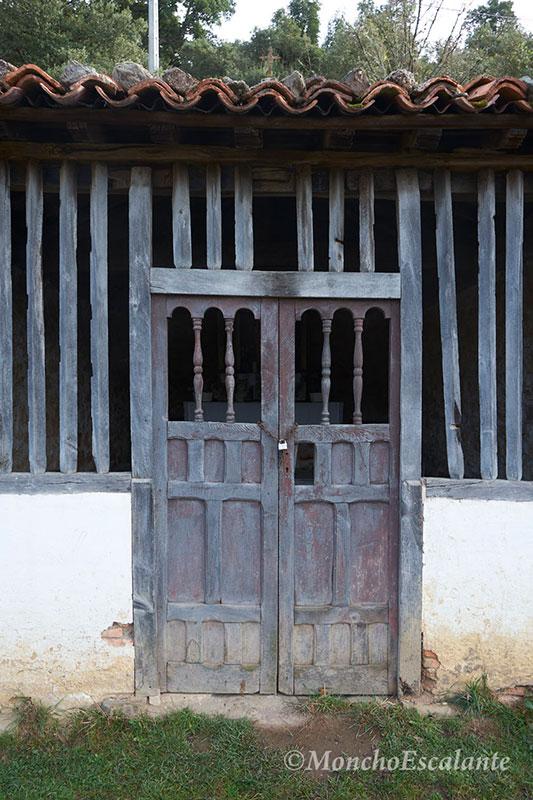 Puerta de la ermita de Nuestra Señora de las Nieves de Porcieda