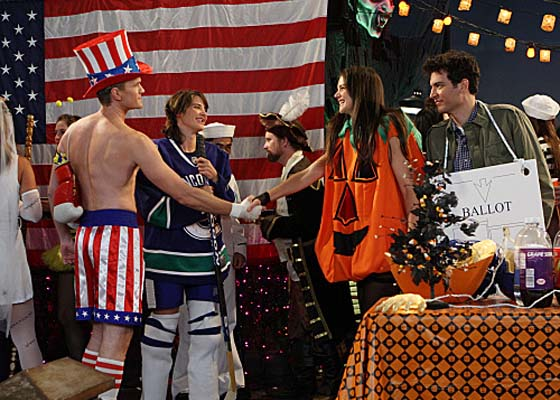 Cobie Smulders and Katie Holmes on How I Met Your Mother
