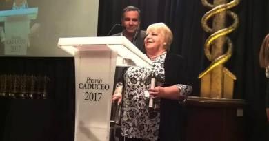 Anita Pfannkuche premio CADUCEO a la mejor columnista de temas históricos