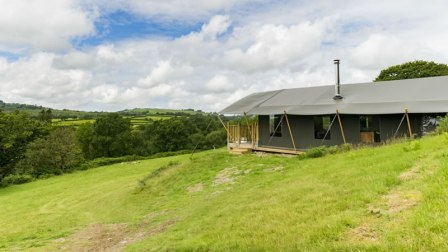 An image of the side of Afon one of our luxury safari tents