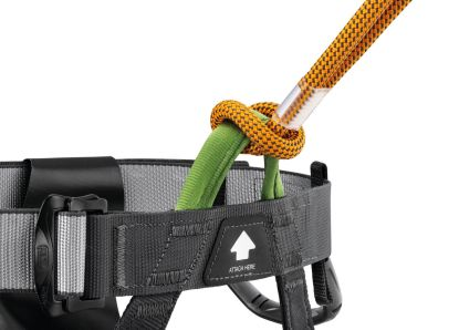 Attaches easily to the harness with a simple girth hitch.