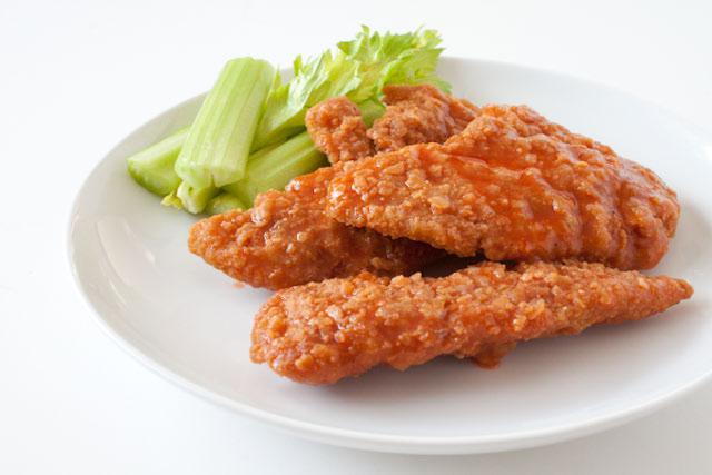 https://i2.wp.com/www.canyoustayfordinner.com/wp-content/uploads/2010/11/crispy-buffalo-chicken-1.jpg