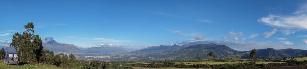 Laguna_Cuicocha_Panorama