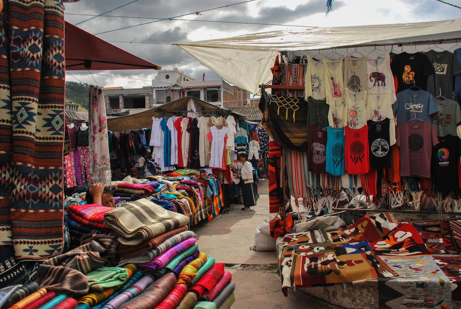 Otavalo_Place_Ponchos