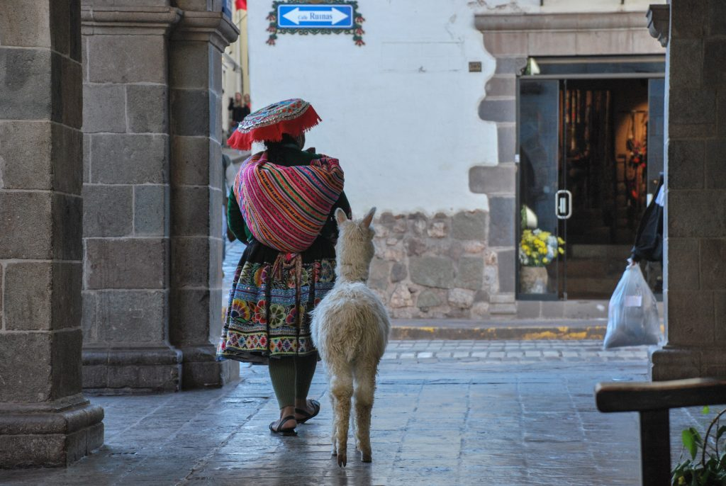 Cuzco_Femme_Lama