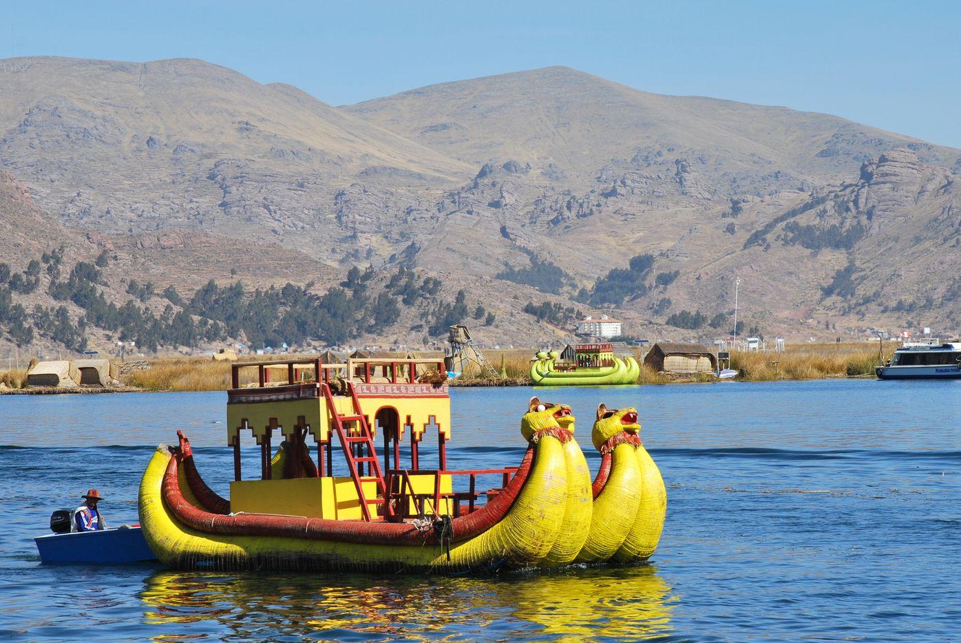 Perou_Uros_Boat
