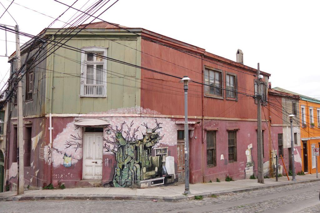 Street_Valparaiso