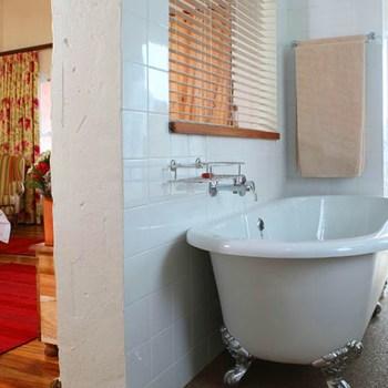 Zuurberg Mountain Village Bathroom
