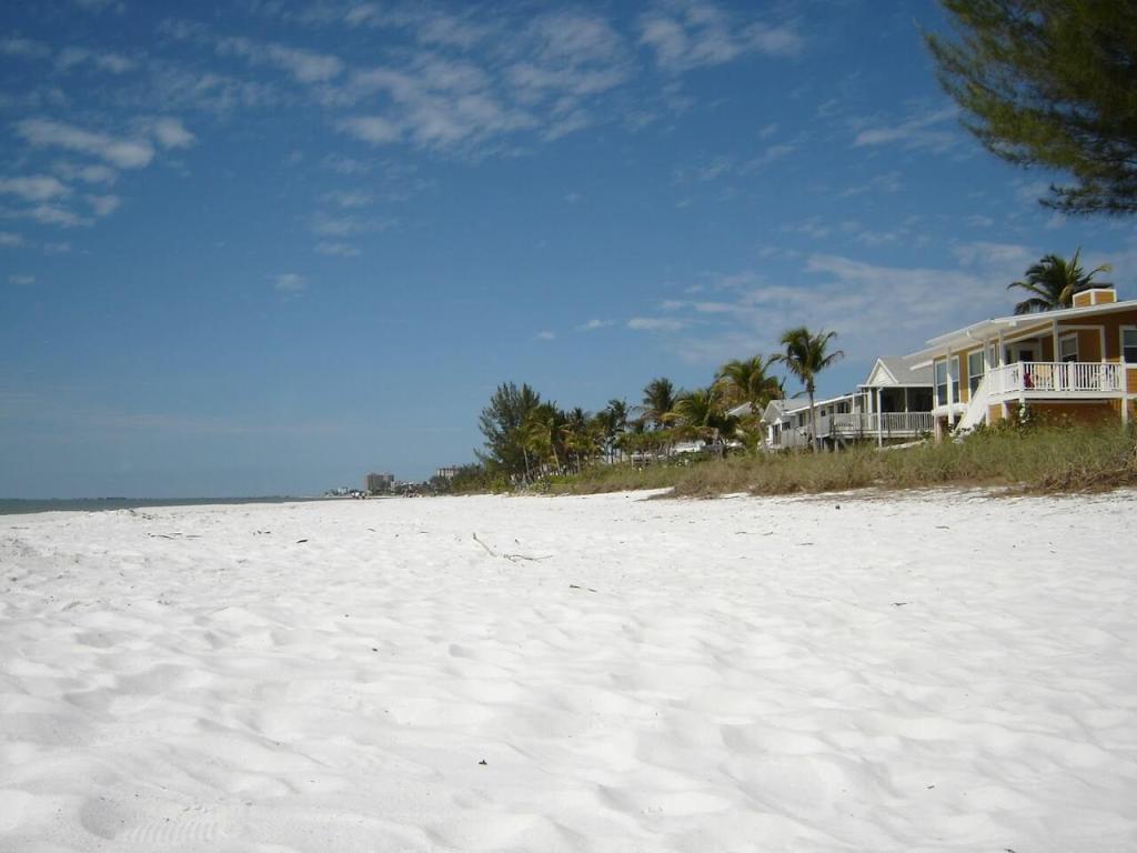 Weißer Sandstrand Fort Myers Florida