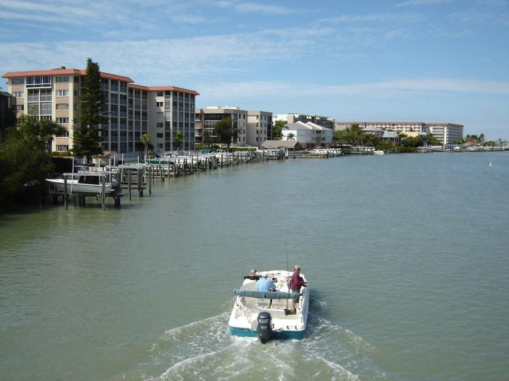 Mit dem Mietboot nach Fort Myers Tagesausflug von Cape Coral
