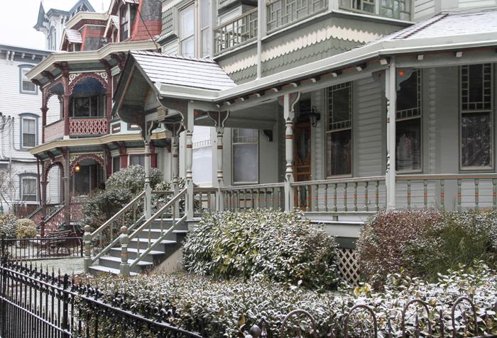 Snow dusting on Jackson Street