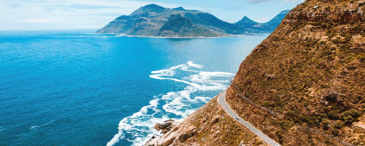 Chapmans peak drive with ocean and mountain view in Cape Town.