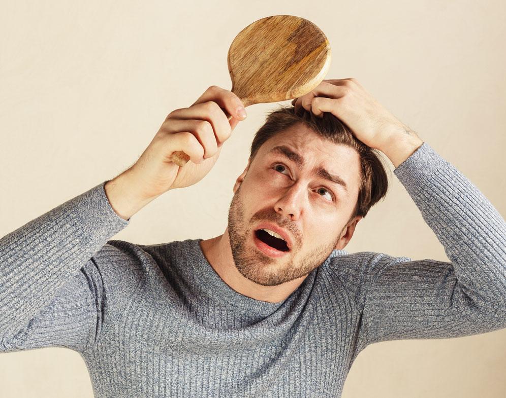 Caída del Cabello en Hombres: ¡5 Causas que debes Conocer!
