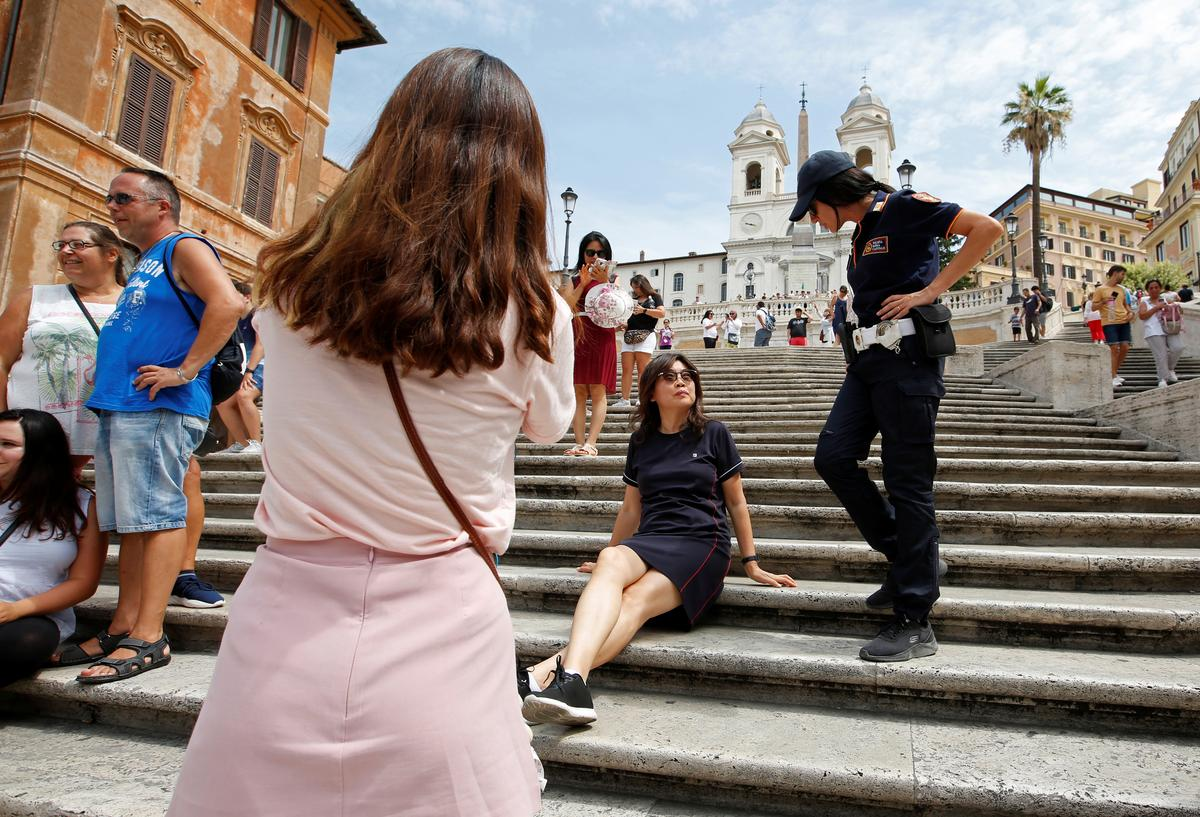 Rome bans sitting on Spanish Steps, puzzling hot, tired tourists