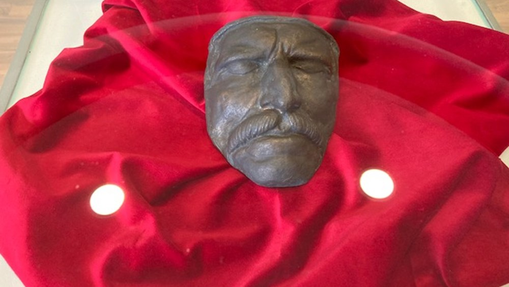 Θεσσαλονίκη: Το αυθεντικό νεκρικό εκμαγείο της μορφής του Θ. Κολοκοτρώνη είναι το κεντρικό θέμα στο περίπτερο της Περιφέρειας Πελοποννήσου
