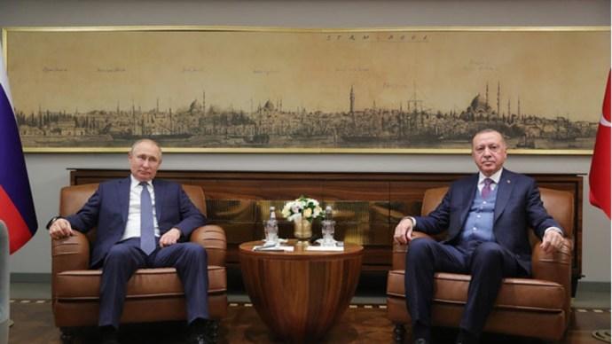 Τι κυοφορεί η συννενόηση Ρωσίας-Τουρκίας για τη Λιβύη