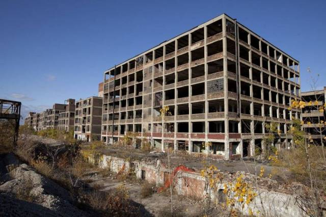 Western part of the abandoned Packard Automotive Plant in Detroit, Michigan.25 by Albert duce (25 October 2009) / Wikipedia