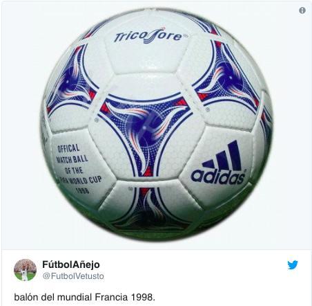 99784b84eae19 -Un balón oficial marca Adidas conmemorativo de la Copa del Mundo Corea y  Japón 2002. Precio  ...
