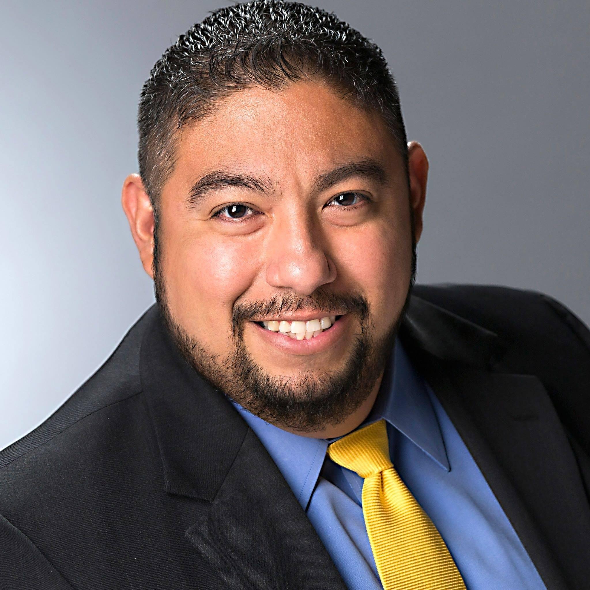 Robert Ruiz headshot 4