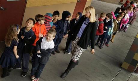 first grade teacher Lynda Jensen walks with her class of 30 children at Willow Glenn Elementary School in San Jose, Calif. (AP Photo/Ben Margot)