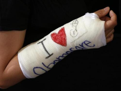 Cathey Park of Cambridge, Massachusetts shows her cast signed by U.S. President Barack Obama. (REUTERS/Kevin Lamarque)