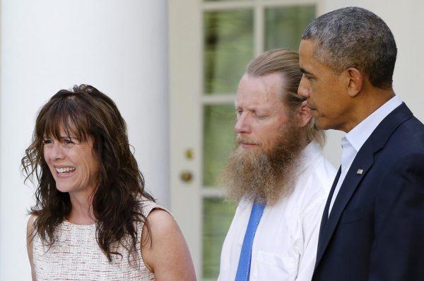 Jami Bergdahl and her husband, Bob Bergdahl, join President Barack Obama (REUTERS/Jonathan Ernst )