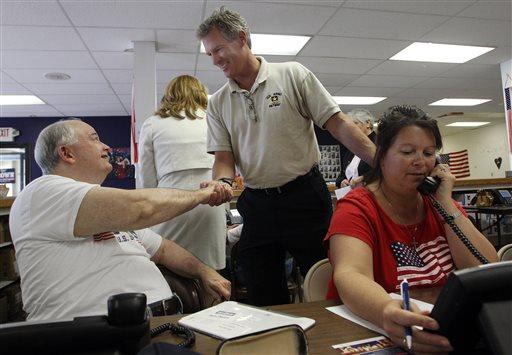 Scott Brown, a former U.S. Senator from Massachusetts,  greets volunteers (AP Photo/Jim Cole)