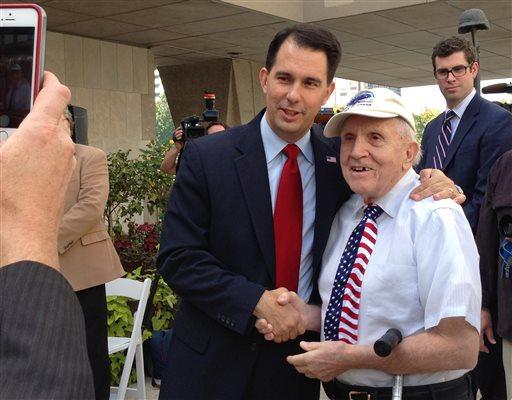 Gov. Scott Walker mingles with veterans  (AP Photo/M.L. Johnson)