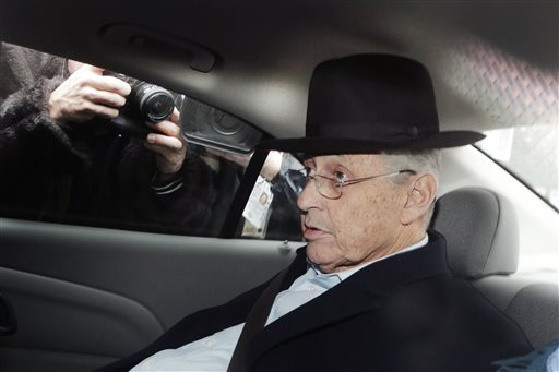 New York Assembly Speaker Sheldon Silver is transported by federal agents to federal court. (AP Photo/Mark Lennihan)