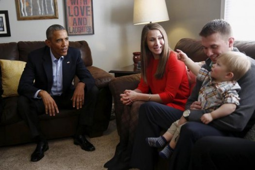 U.S. President Barack Obama (L) meets with Lisa Martin (C), her husband Jeff and their son Cooper during a living room discussion at a private residence in Omaha, Nebraska, January 13, 2016. REUTERS/Carlos Barria