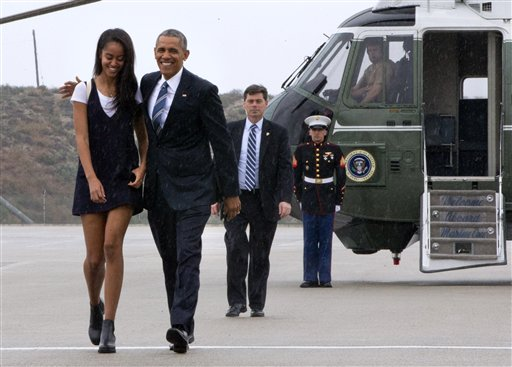 President Barack Obama walks with daughter Malia Obama through a light rain to from Marine One to board Air Force One prior to leaving Los Angeles, Friday, April 8, 2016, en route to San Francisco where he is expected to attend Democratic fundraisers. (AP Photo/Jacquelyn Martin)