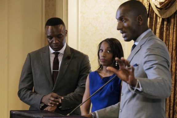 Former contestant on 'The Apprentice,' Dr. Randal Pinkett, speaks as fellow contestants Tara Dowdell (C) and Kwame Jackson (L) look on during a news conference against Republican U.S. presidential candidate Donald Trump in New York City, April 15, 2016. REUTERS/Brendan McDermid