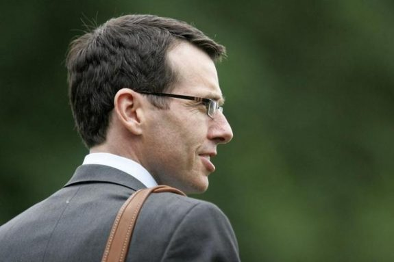 Then White House senior adviser David Plouffe walks to the Marine One helicopter to depart with U.S. President Barack Obama for a day trip to Ohio and New York, from the White House in Washington, June 14, 2012. REUTERS/Jonathan Ernst