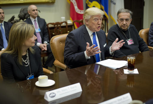 Trump clears way for two oil pipelines