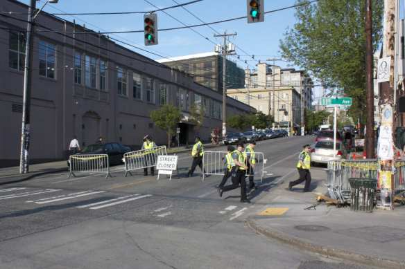 Officer rush to set up barriers on E Pine (Image: CHS)
