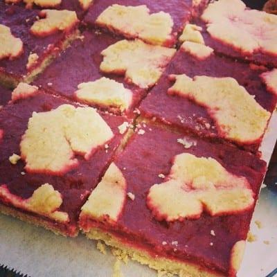 Rhubarb-strawberry bars (Image: Nuflours)