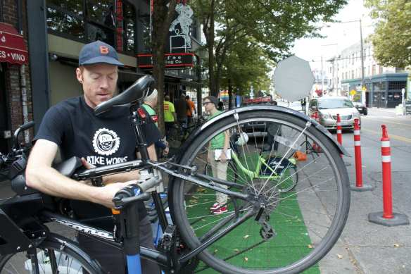 The CHS newsmobile gets a tune-up on E Pike thanks to Bikeworks and Pronto (Image: CHS)