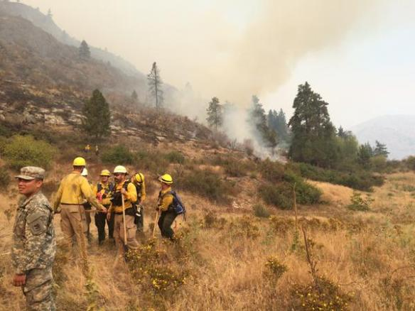 """Out at the #ChelanComplex fire line thanking firefighters for their hard work. #ThankAFireFighter #WAwildfire "" (Image: @GovInslee)"