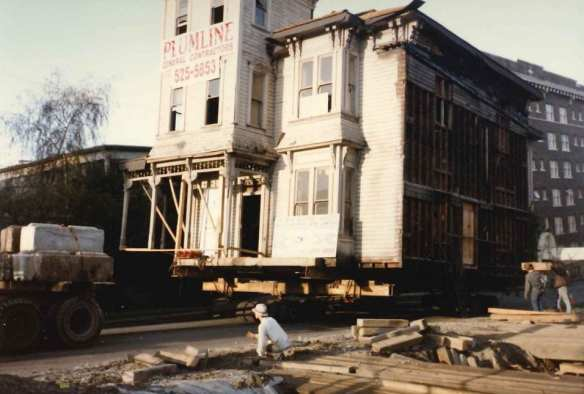 Getting ready to place the Ward House at Denny and Belmont (Seattle Municipal Archives file 5754-A3)