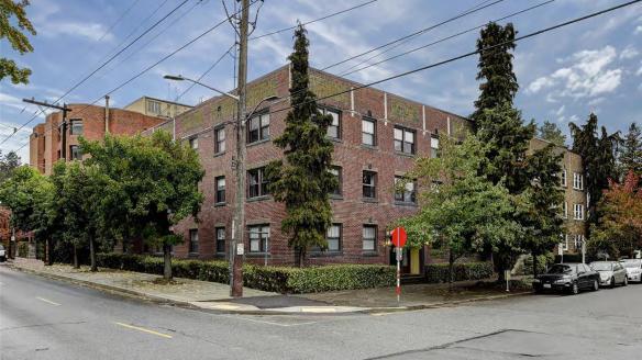 Kenton Apartments tenants say they're facing another Capitol