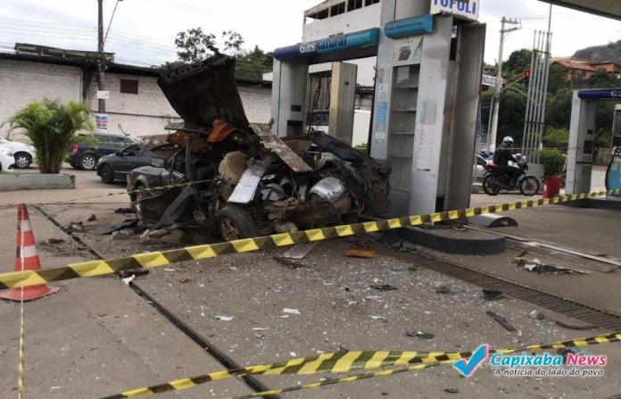 Carro adaptado com botijões de gás de cozinha explode em Vila Velha