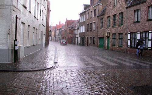 lon_rainy_street.jpg
