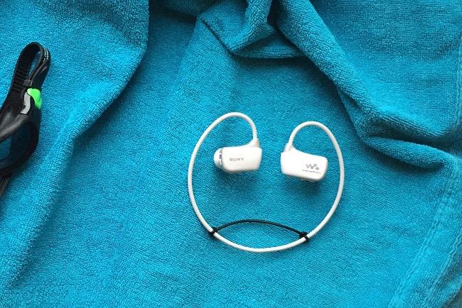 Beim Schwimmen Musik hören - mit einem wasserdichten Kopfhörer