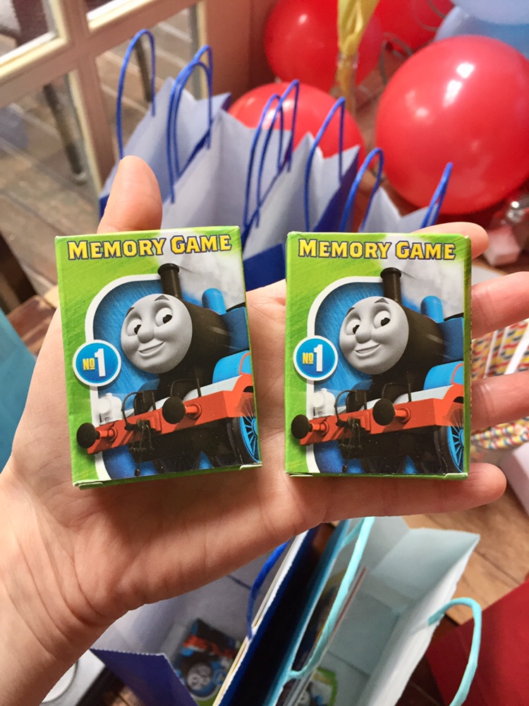 Thomas snap cards
