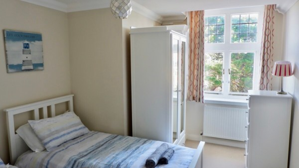 burlington apartments: holiday apartments Boscombe