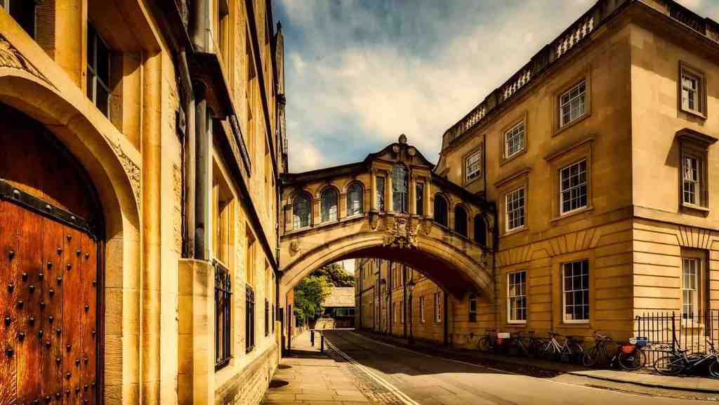 8 IQ Boosting Things To Do In Oxford - The Bridge of Sighs