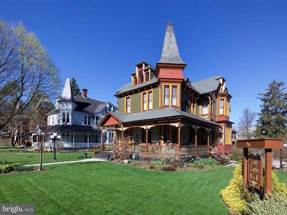 1887 Restored Queen Anne Victorian In York Pennsylvania