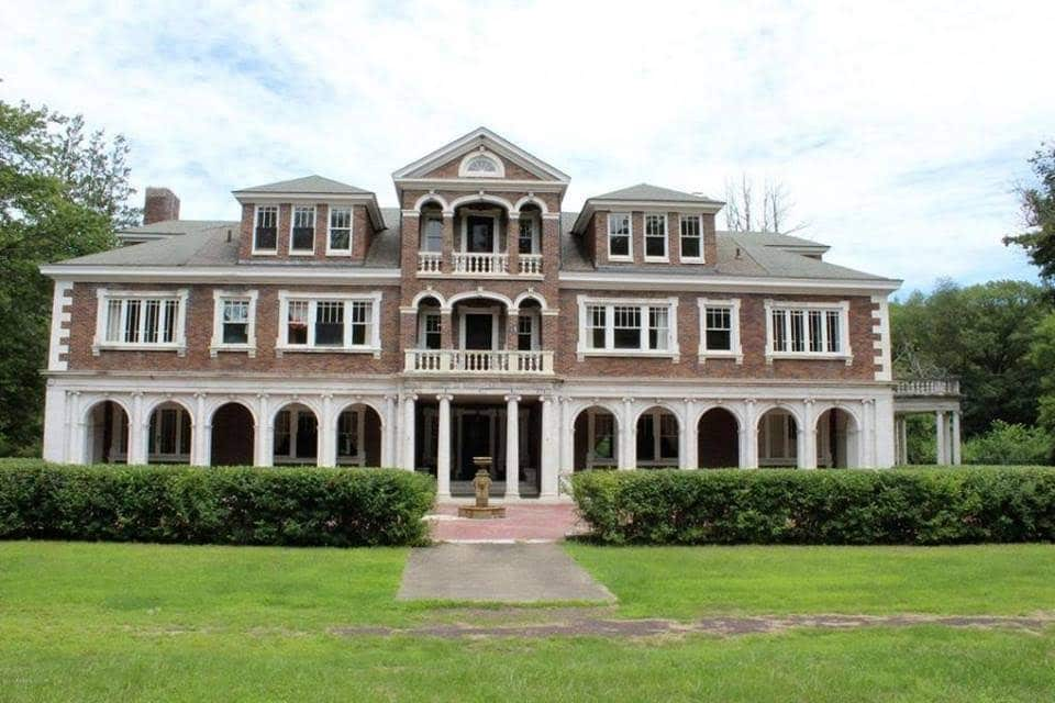 1920 Mansion In Falls Pennsylvania — Captivating Houses