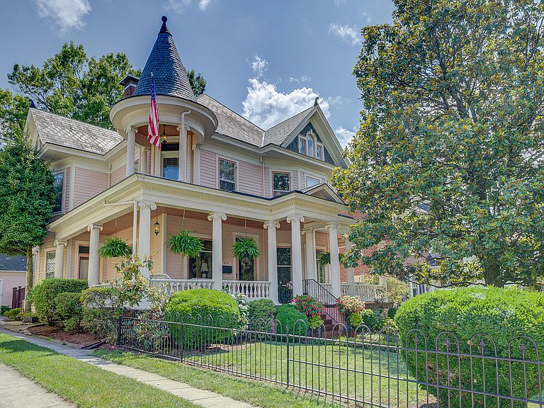 1909 Queen Anne In Roanoke Virginia