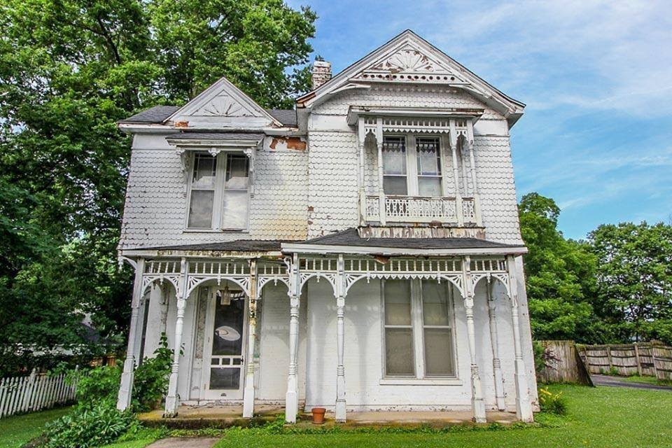 1900 Fixer-Upper For Sale In Paris Kentucky — Captivating Houses